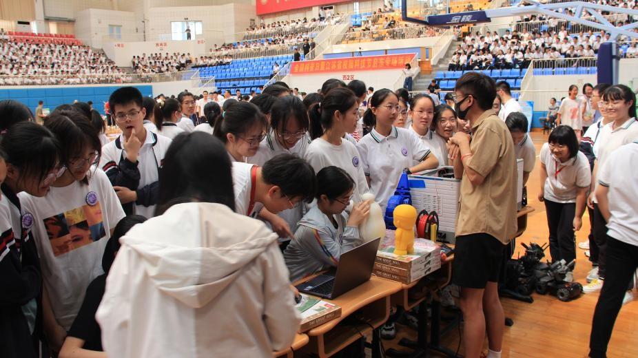 全国科普日暨江苏省校园科学节首场活动在启东顺利举办